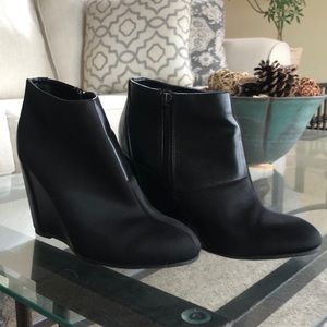 Charles David Wedge Booties